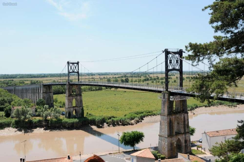 Tonnay charente 17 le pont suspendu devrait bientot rouvrir